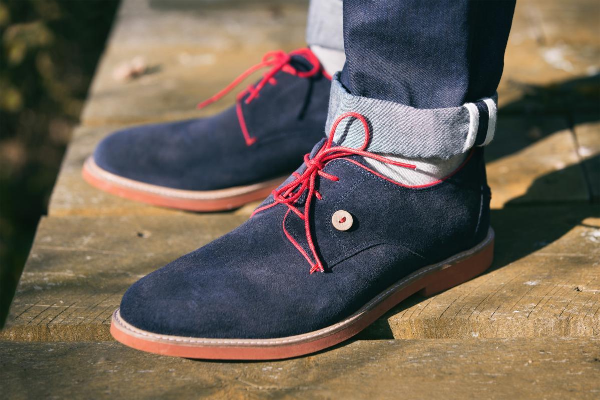 chaussures Faguo bleues marine et lacets rouge