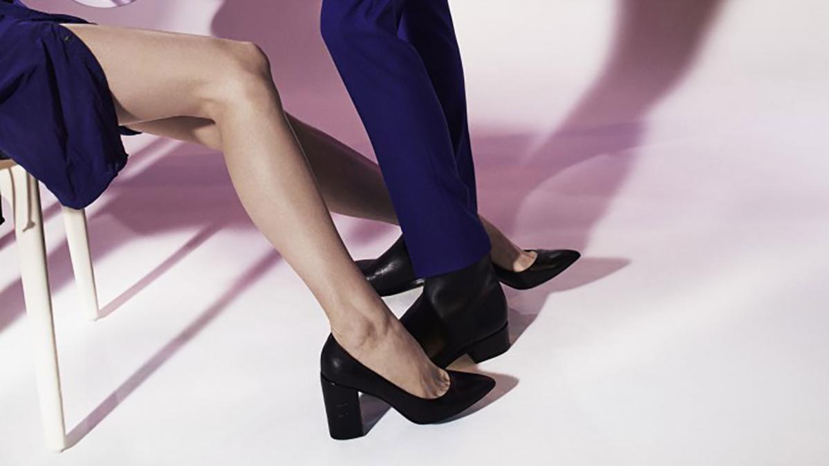 Mise en scène sur fond rose des chaussures PS by Paul Smith