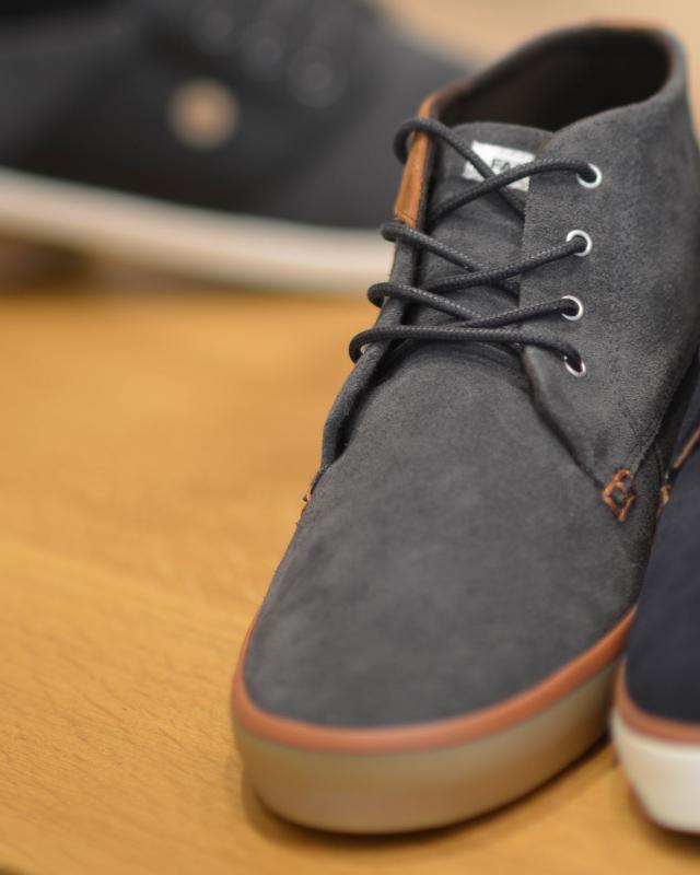 paire de chaussure en tissu bleu et gris dans le magasin OSCAR Club