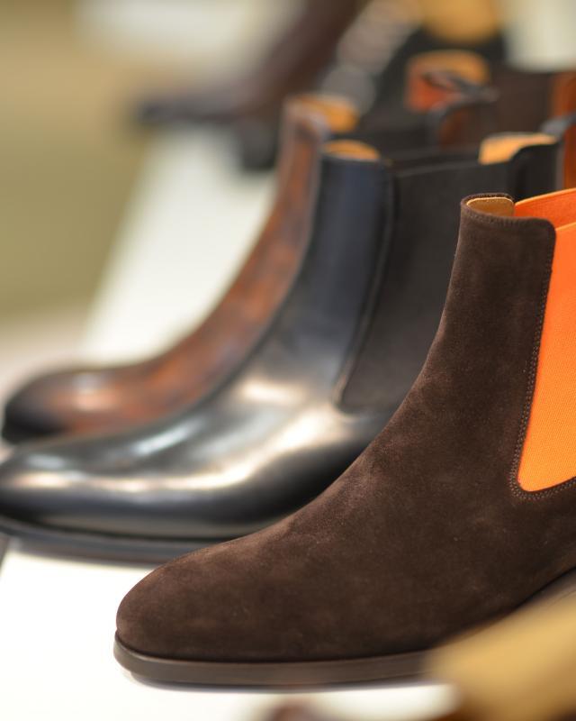 Chaussures sur une étagère